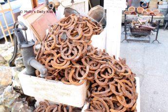 Cascade of horseshoes