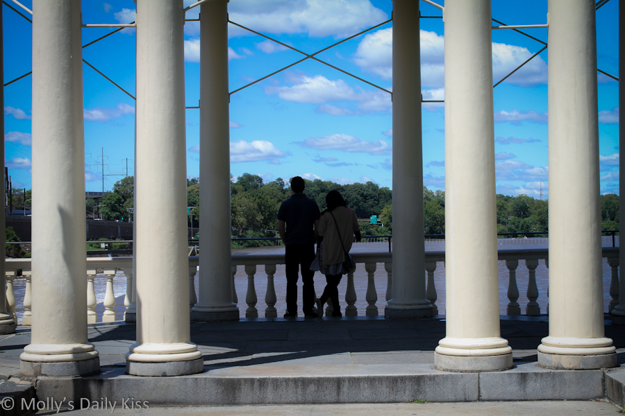 Lovers beneath the arch