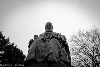 Robert Gascoyne-Cecil statue - Hatfield House