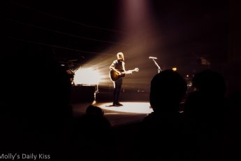 Passenger in concert Hammersmith Apollo Young as the morning old as the sea