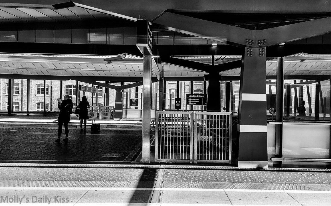 London bridge platform from the train is train termini